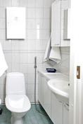 Kodinhoitohuoneen WC