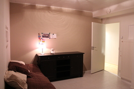 Alakerran makuuhuone2