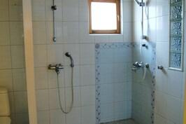 2 suihkua
