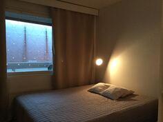 Makuuhuone 1. ikkuna sisäpihalle päin.
