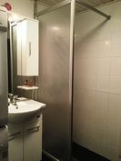 Kylpyhuone, remontoitu 2012.