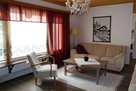 Asunto 2 Olohuone, josta pääsee terassille