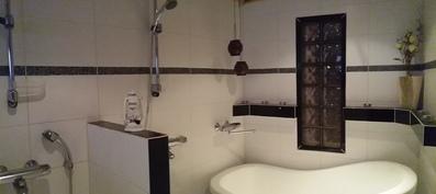 Pesuhuone ja amme