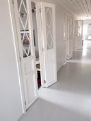 Makuuhuoneet käytävältä