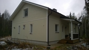 Talo koillisesta päin