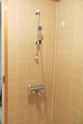 Pesuhuoneessa suihkutila