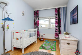 Makuuhuone - pienempi www.asuntokauppiaat.fi