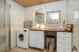 Kylpyhuone www.asuntokauppiaat.fi