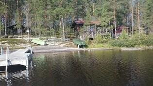 Näkymä järveltä mökille.