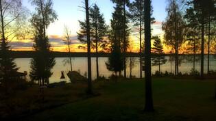 Näkymä järvelle parvekkeelta