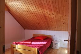 Yläkerran pienin makuuhuone