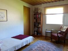 Yläkerran makuuhuone 2(2)