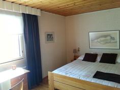 Yläkerran makuuhuone 1(2)