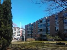 Talo / asunto sijaitsee puistomaisessa ympäristössä