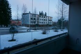 Talvinäkymä parvekkeelta(Julkisivuremontti tulossa, parvekkeet tulee uudet)