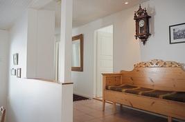 Kolme makuuhuoneista on sisääntulokäytävän varrella