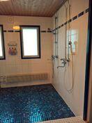 Pesuhuone ja suihkut