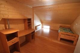 2. kerroksen 2. makuuhuone