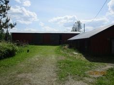 Oikealla koirien (tms.) rakennus 78 m2.