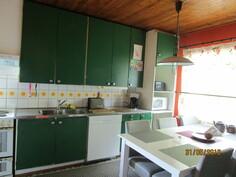 Alkuperäinen puukatto keittiössä.