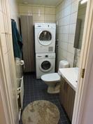 Remontoituun alakerran WC-tilaan mahtuu hyvin pesutorni.