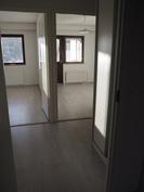 Isosta makuuhuoneesta kulma- ja parvekehuoneen suuntaan.