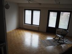 Ikkunoissa on 6 pestävää pintaa (ovessa vain 4)