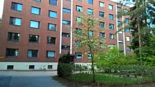 Etupihaa. Myytävä asunto on vasemmassa reunassa 3. kerroksessa