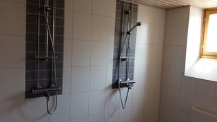 Taloyhtiön saunan suihkutila (kaksi erillistä)