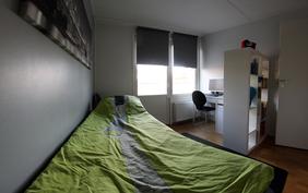 Yläkerran pienempi makuuhuone