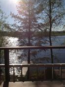 Näkymä järvelle yläterassilta