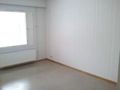 Alakerraan makuuhuone 1