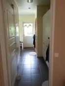 Kodinhoitohuone ja toinen sisäänkäynti