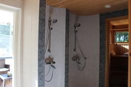 Kaksi suihkua on arjen luksusta.