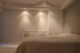 Makuuhuone/työhuone kellarikerroksessa.