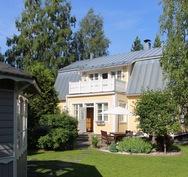 Keltaisen talon idylli