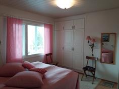 terassinpuoleinen makuuhuone