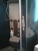 Pesuhuoneen suihkukaappi