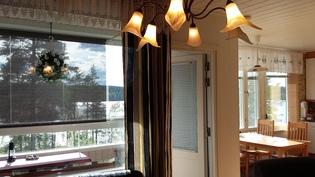 Olohuoneesta parvekkeelle ja ruokahuoneeseen