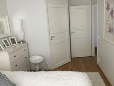 iso makuuhuone vaatehuoneella