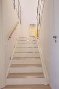 Portaikko alakerrasta yläkertaan.