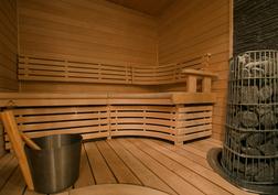 Sun Sauna Harvian kiukaalla. Täällä voit nauttia hyvien löylyjen lisäksi myös mielimusiikistasi.