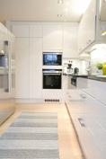 Keittiössä integroidut Siemens-kodinkoneet.