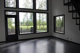 Olohuoneen ikkunoita