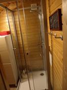 Yläkerran suihkukaappi