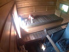 Rantasaunan sauna puukiukaalla