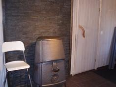 Erillistalon olohuoneen kamina