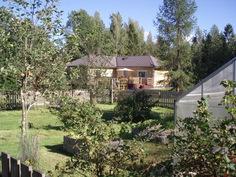 Näkymä puutarhasta talolle päin