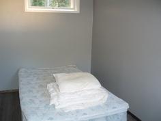 Erillistalon makuuhuone
