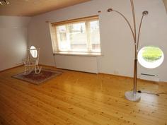 2. kerroksen tilava makuuhuone